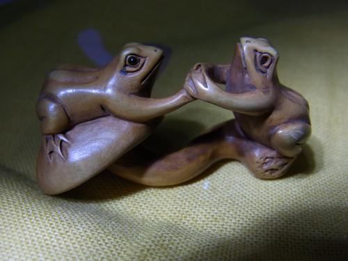 茸と蛙の根付